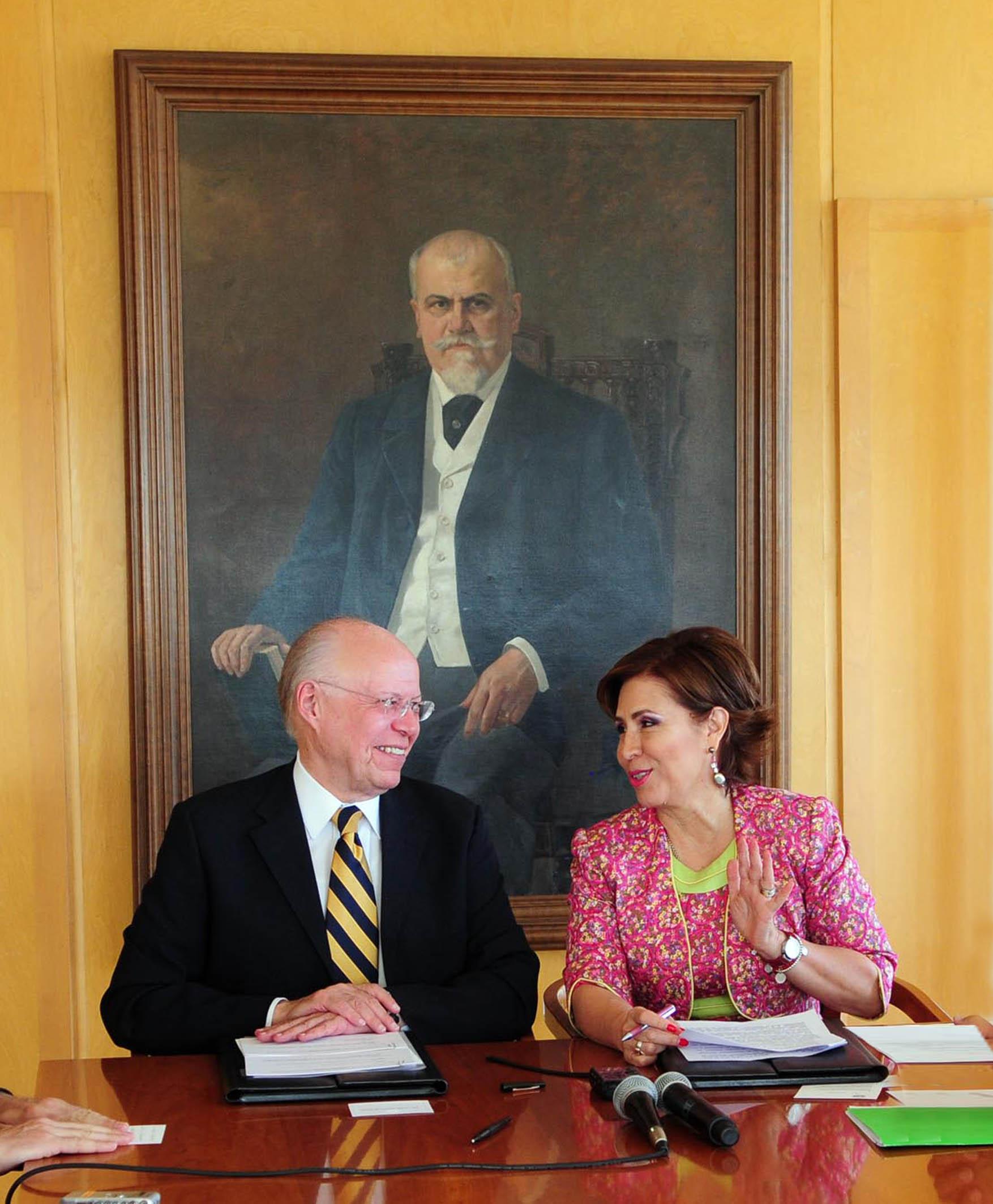 Rosario Robles Noticias: UNAM Y SEDESOL UNEN ESFUERZOS PARA COMBATIR LA POBREZA EN