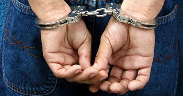 detenido_esposas2
