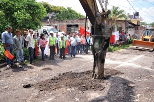 CEA-ARRANQUE DE OBRA CONSTRUCCION RED DE DRENAJE20130712_0452