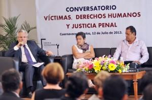 CONVERSATORIO-VICTIMAS DERECHOS HUMANOS Y JUSTICIA PENAL20130712_0434