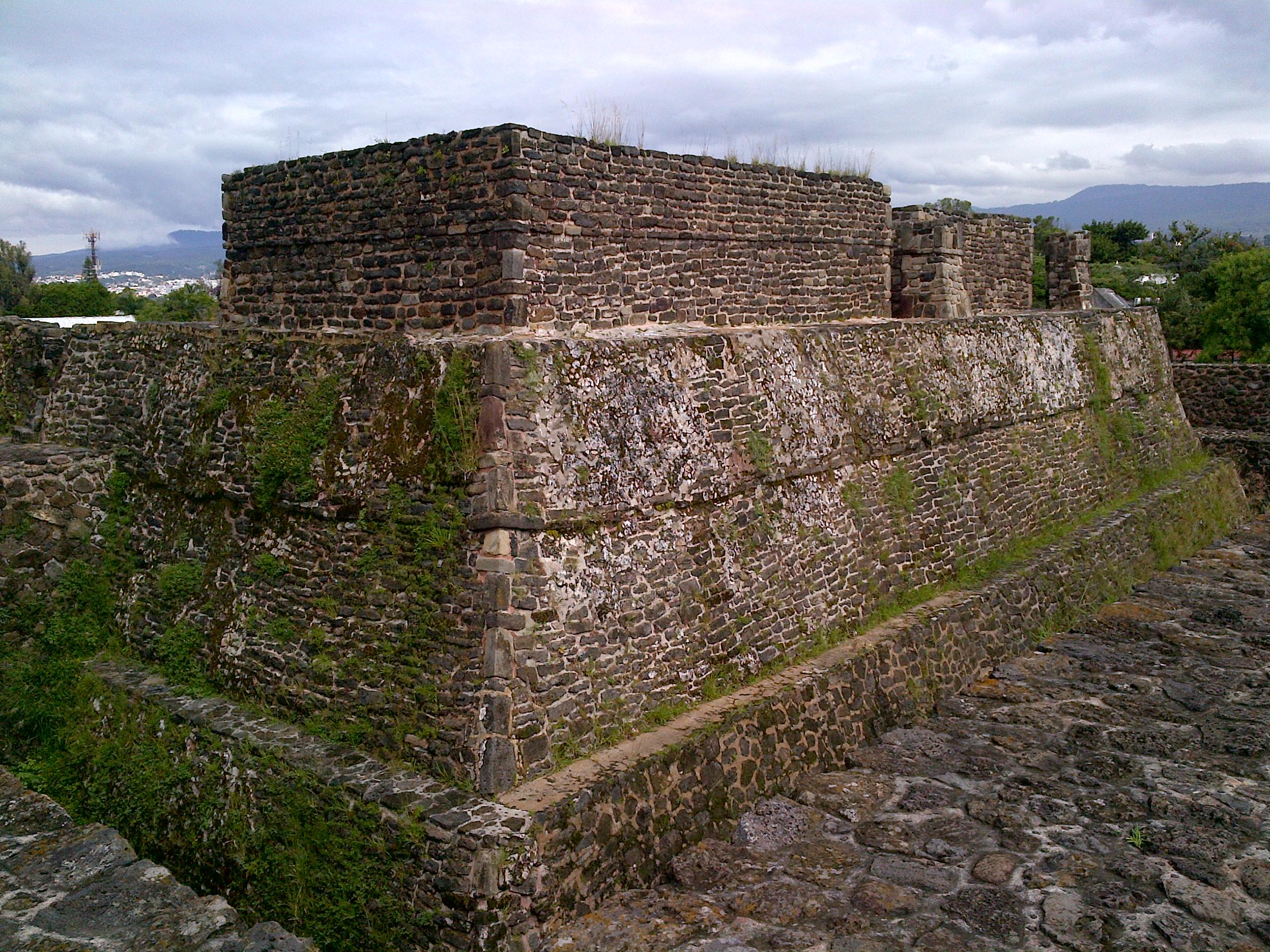 Una de las pirámides que forman parte de Teopanzolco