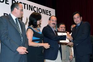 JMG ENTREGA RECONOCIMIENTOS AL MERITO DE LA INVESTIGACION (9)