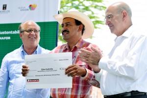 OBSERVATORIO ESTATAL DE SUSTENTABILIDAD ENTREGA DE RECURSOS SEMARNAT20130829_0065 ok