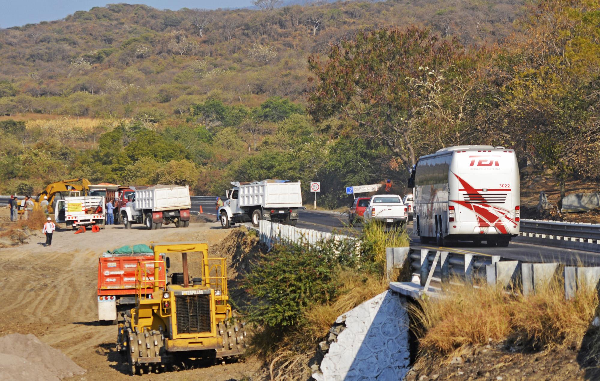 1Construyendo-la-ampliación-de-Autopista-La-Pera-Cuautla