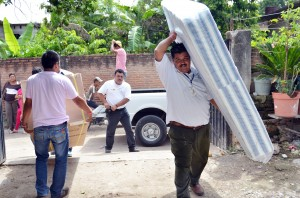 ENTREGA DE APOYOS ZONA AFECTADA POR INUNDACIONES HUAJINTLAN (12)