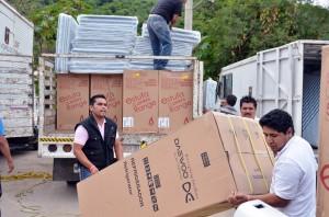 ENTREGA DE APOYOS ZONA AFECTADA POR INUNDACIONES HUAJINTLAN (6)