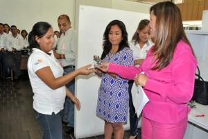Entregan Credenciales Oficiales a Personal de la SEDESO (5)