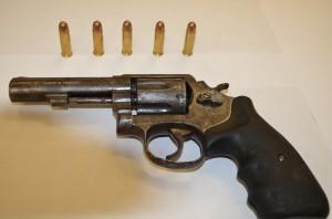 un arma de fuego calibre 38 especial, marca Smitin&Wesson (2)