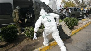 OCHO HERIDOS, DOS GRAVES, AL ESTALLAR ARTEFACTO EN CENTRO COMERCIAL DE SANTIAGO
