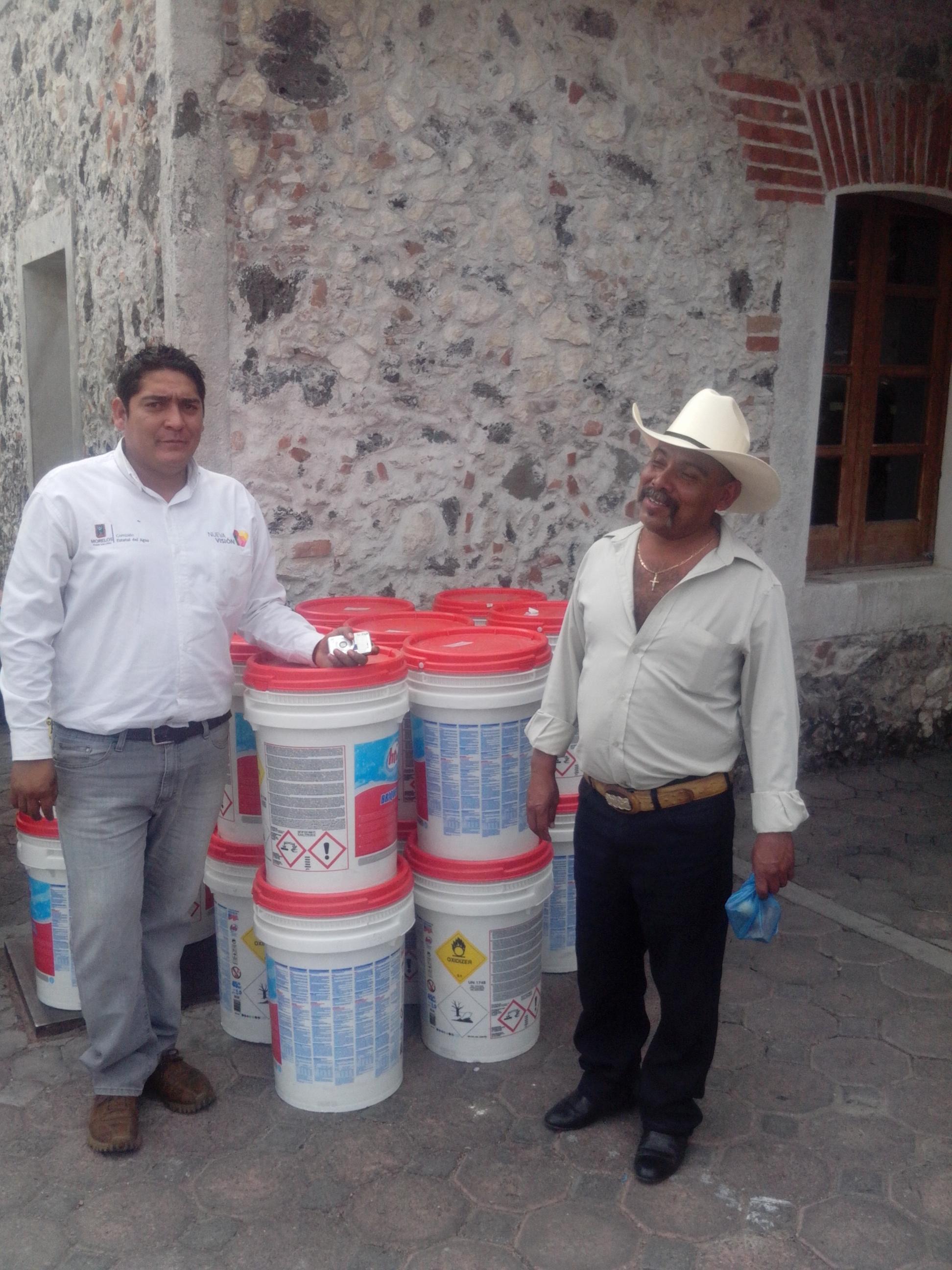 Distribuy la ceagua m s de 10 toneladas de hipoclorito de for Hipoclorito de sodio para piscinas