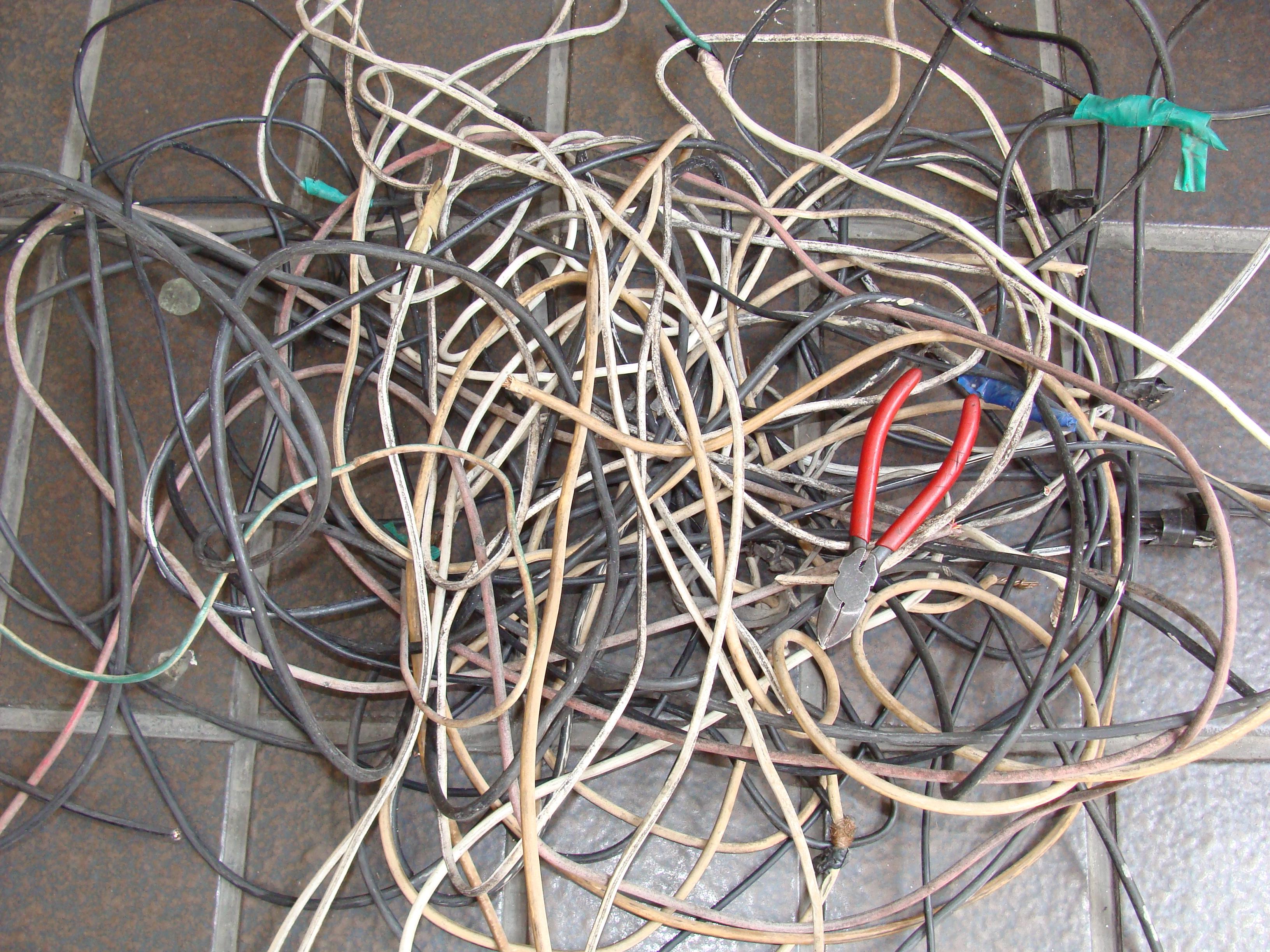 cable y pinzas
