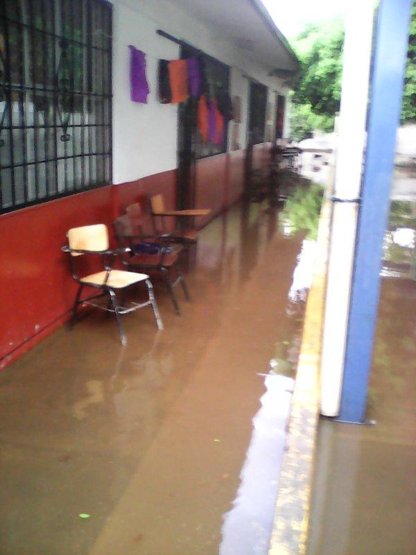 Lluvias provocan inundaciones en dos escuelas de jiutepec for Jardin villa xavier jiutepec