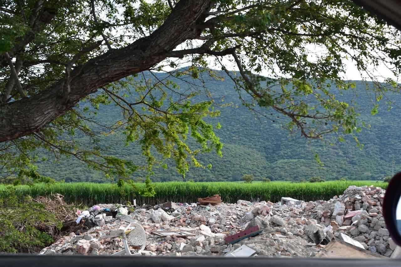 Tiran Escombro En Campos De Cultivo De Jojutla Zona Centro Noticias # Muebles En Jojutla Morelos