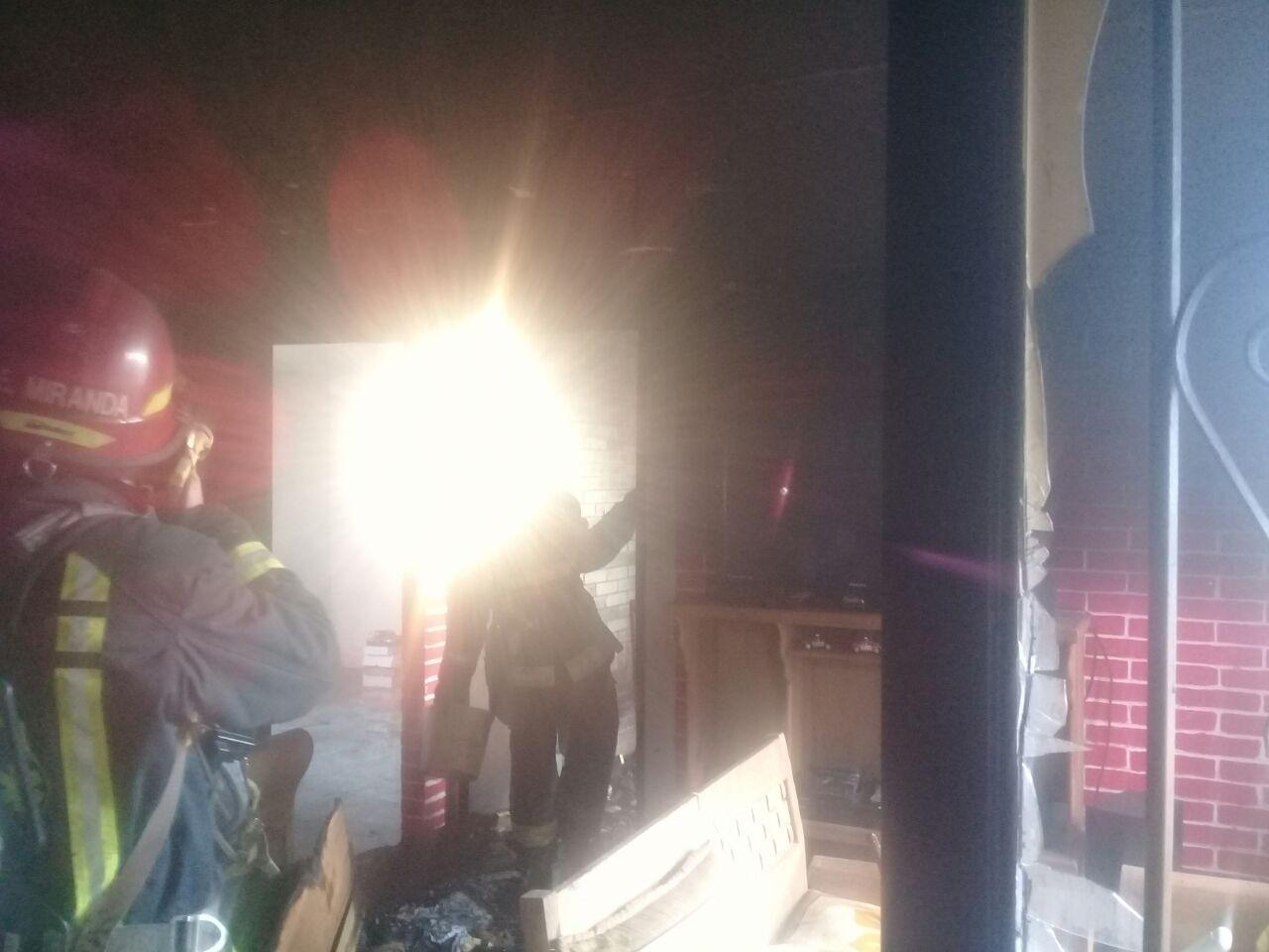 Se Quema Cuarto En La Unidad Habitacional Campestre De Jiutepec  # Muebles Jiutepec