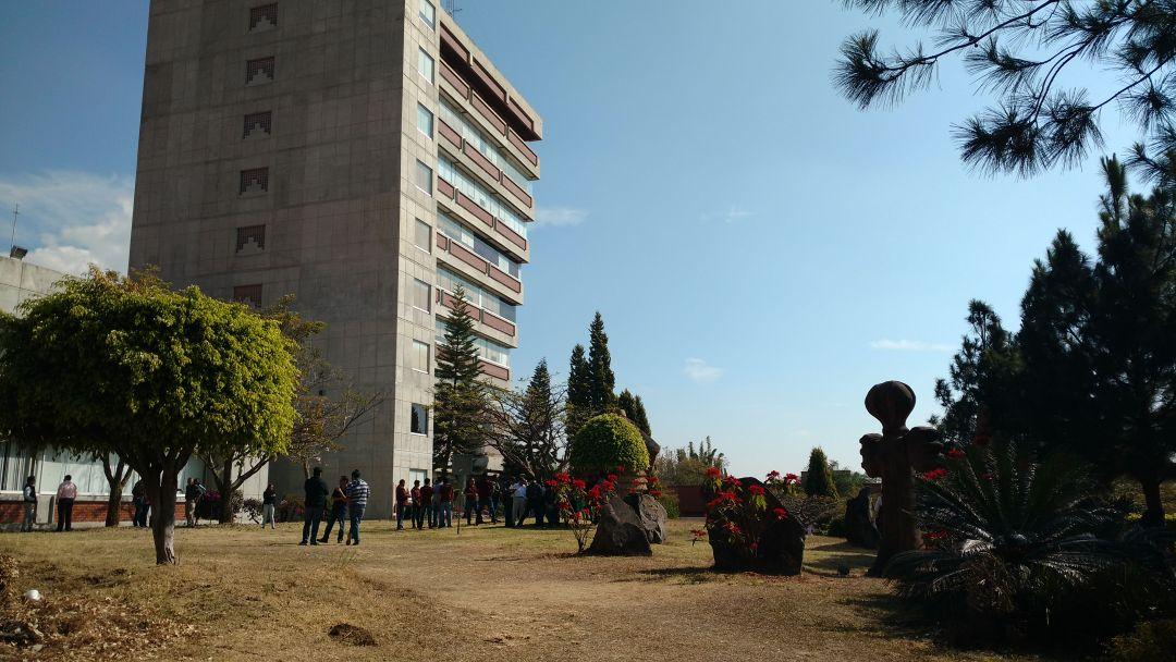 Evacuan de emergencia torre de rector a de la uaem y for Oficinas bankia cercanas